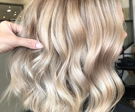 Novi hair trend: Kosa u boji šampanjca