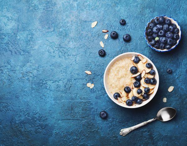 Idealan doručak – ovsena kaša sa borovnicama