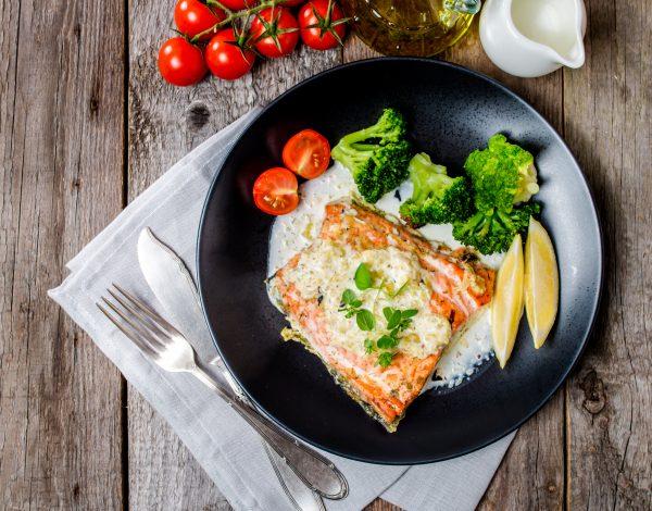 Recept dana: Losos u belom sosu