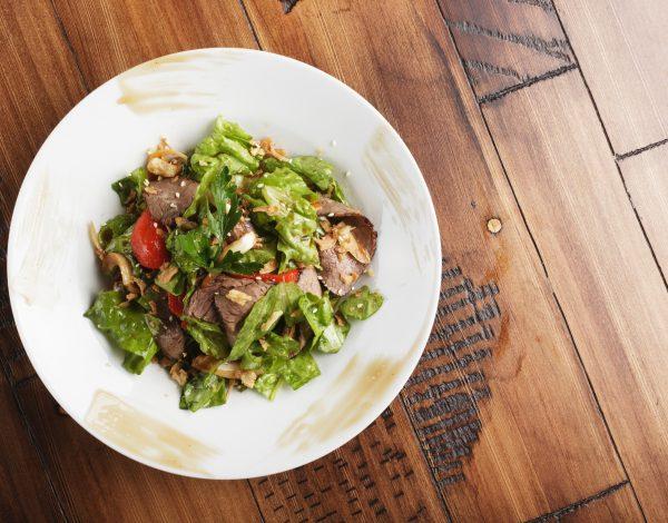 Recept dana: Obrok salata sa goveđim mesom