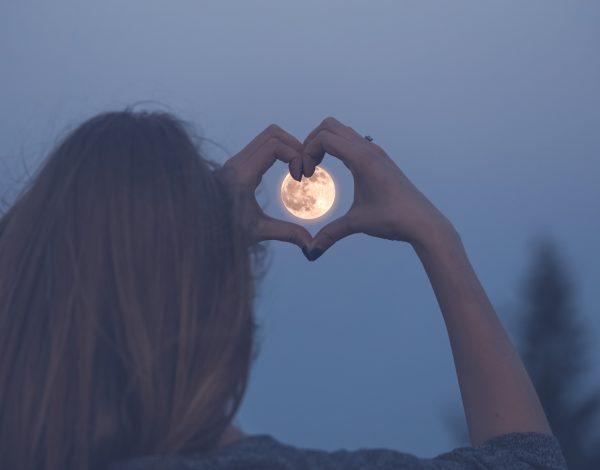 Večeras je pun Mesec u Devici: Evo na koje znakove će najviše uticati