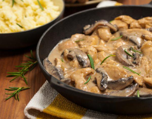 Recept dana: Piletina u sosu od pečuraka