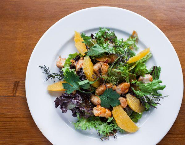 Recept dana: Šarena salata sa piletinom