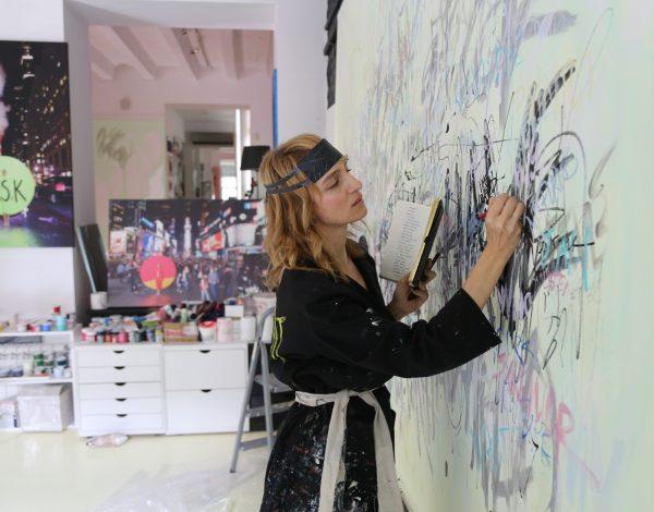 Performans umetnice Milene ZeVu kao omaž Mileni Pavlović Barili