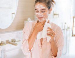 Vi pitate, dermatolog odgovara: Postavite pitanje na temu anti-age nege kože i odgovor pročitajte u novom broju L&Z!
