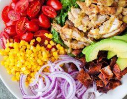 Recept dana: Obrok salata sa piletinom i avokadom