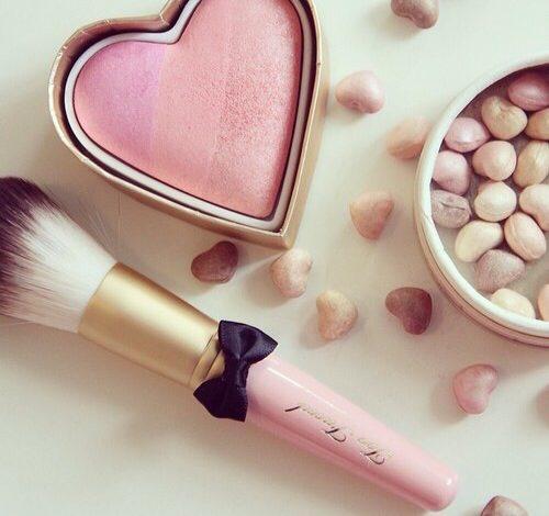 Za svež i prirodan make up – Sve što treba da znate o odabiru i nanošenju rumenila