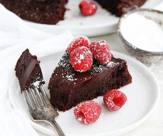 Jednostavna čokoladna torta, gotova za svega 15 minuta