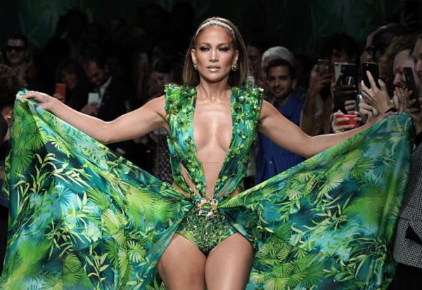 Svi i dalje pričaju o performansu Dženifer Lopez na Versace reviji!(VIDEO)
