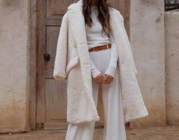 Fashion izbor koji osvaja Instagram – Beli teddy kaput
