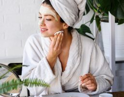 Napravite jeftinu masku koja usporava starenje kože