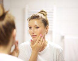 Pitali smo dermatologa: Kako nastaju akne kod odraslih i kako ih sprečiti?