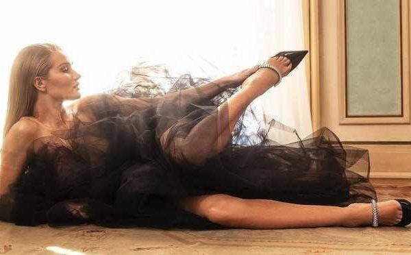 Rosie Huntington-Whiteley u reklamnoj kampanji Jimmy Choo Resort 2020