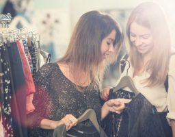 """Nemate iskustva u kupovini vintidž i polovne odeće: Evo kako da kupujete u """"second hand"""" prodavnicama"""