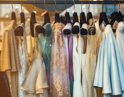 Svet je osvojila duga ljubičasta haljina (foto)