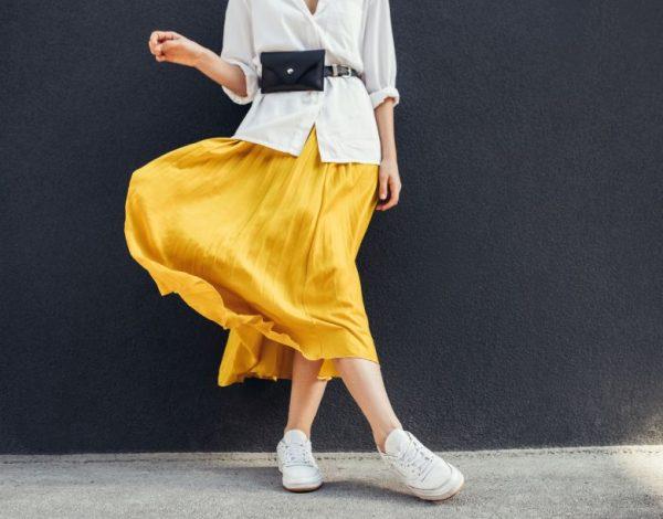 Još jedan retro trend kuca na vrata: Ključni modni detalj koji će osvežiti svaku modnu kombinaciju (foto)