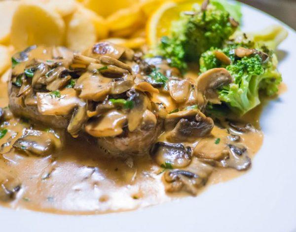 Idealno za nedeljni ručak: Natur šnicle u sosu od pečuraka