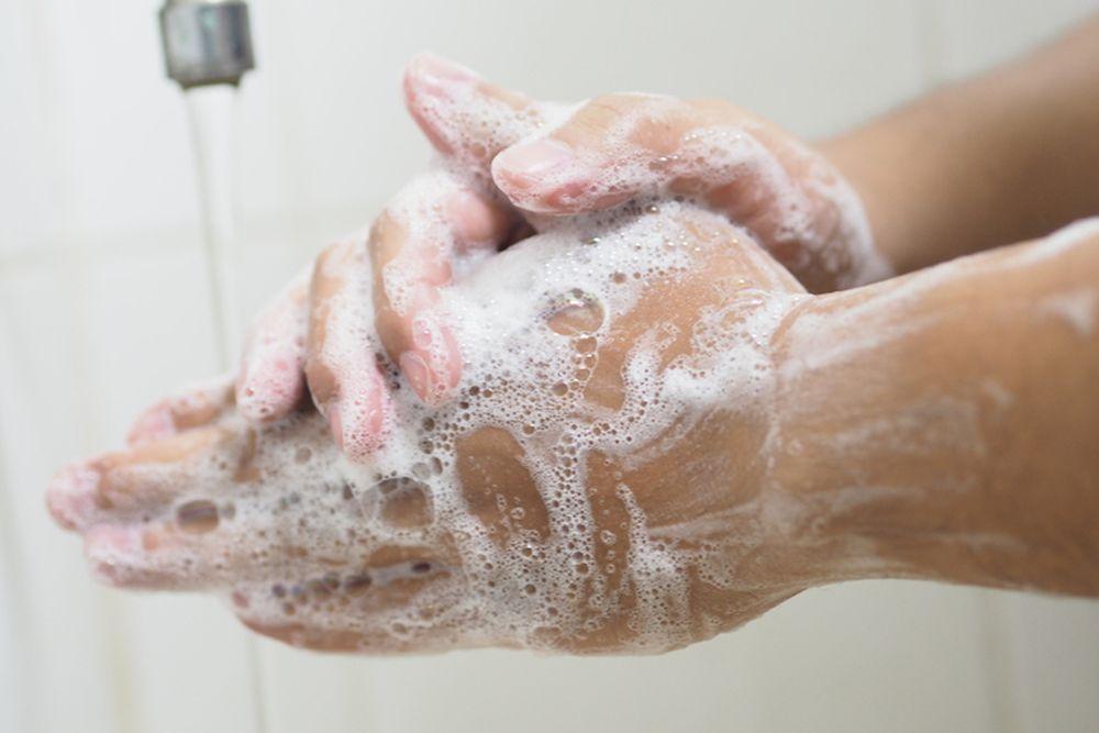 ruke pranje devojka zdravlje