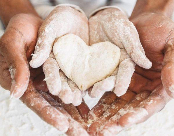 Za dan ljubavi: Napravite biskvit srce i obradujte voljenu osobu (recept/video)