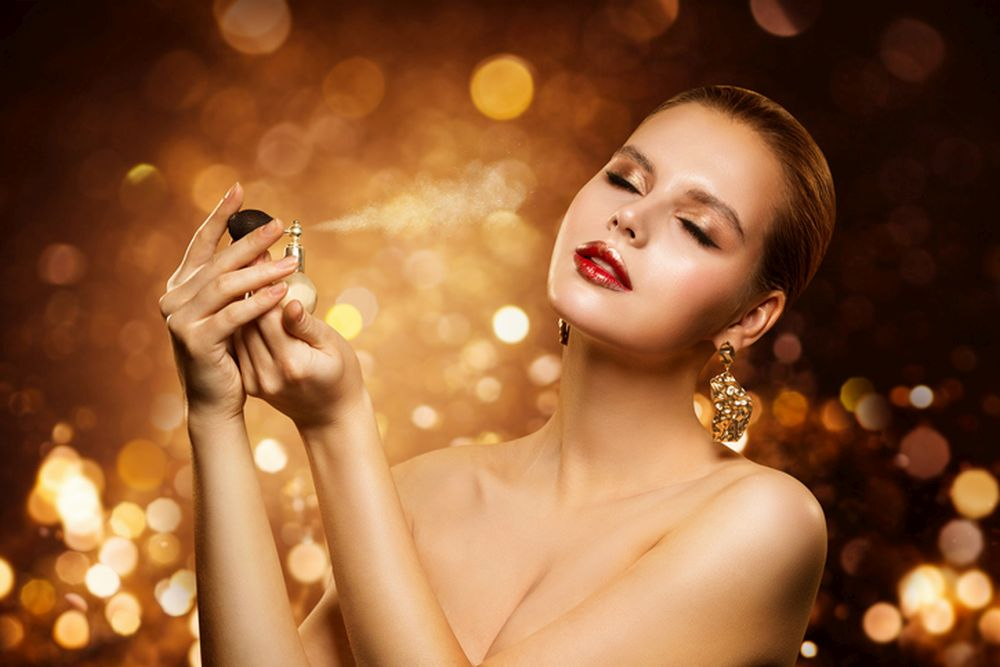 devojka parfem lepota