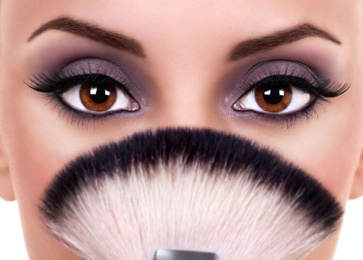 Kako šminkom povećati oči